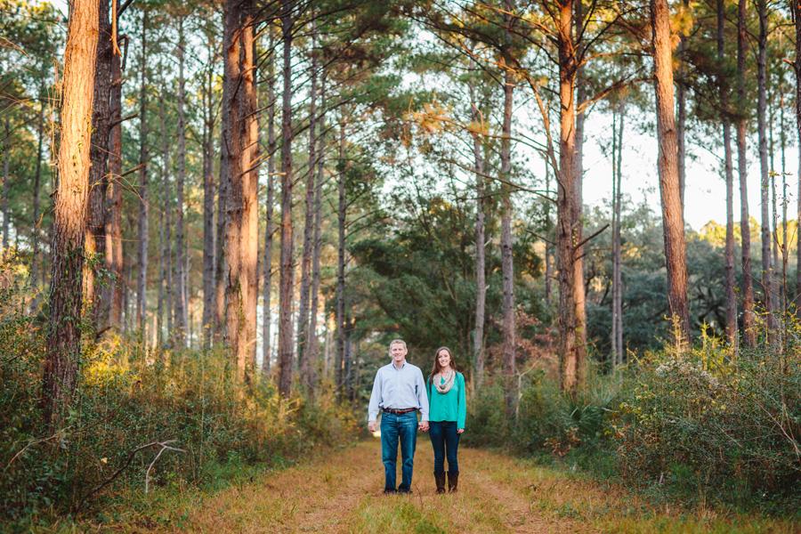 Tall pines and family trees. Wadmalaw Island engagement © Carolina Photosmith