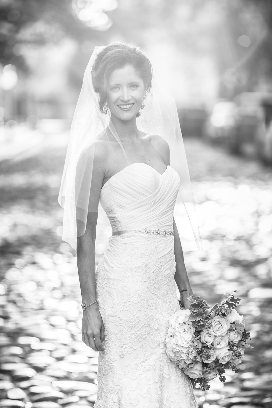 Stunning-natural-bridal-portrait-timeless-Charleston-cobblestone © Carolina Photosmith