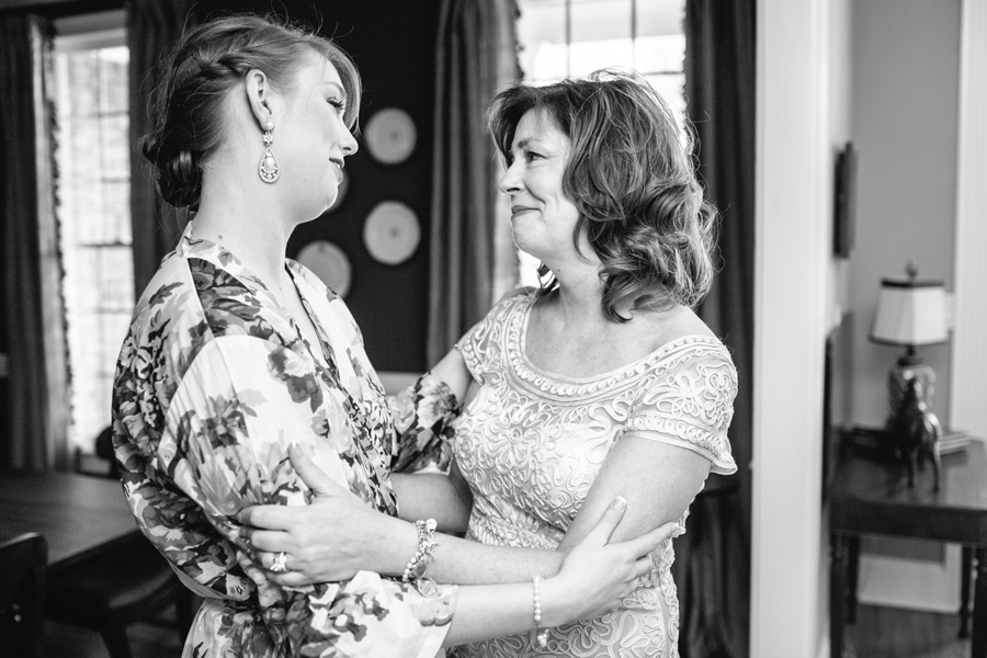 Bride and her mom at home on her wedding morning. © Carolina Photosmith