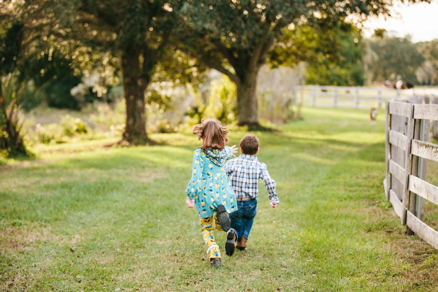 261-Charleston-lifestyle-family-photography-marsh-pasture-trees-