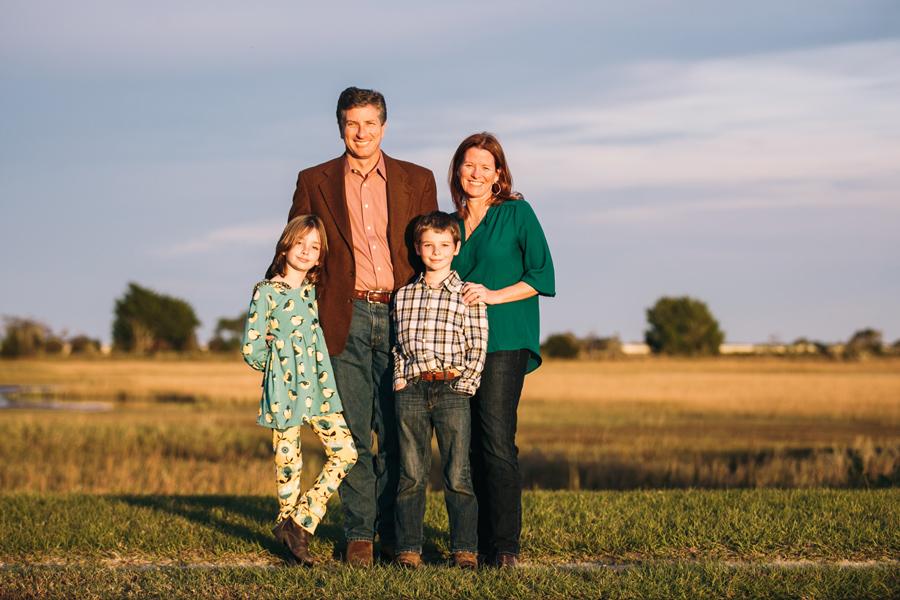 271-Charleston-lifestyle-family-photography-marsh-pasture-trees-