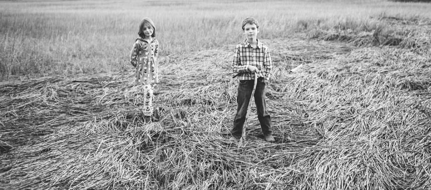 277-Charleston-lifestyle-family-photography-marsh-pasture-trees-
