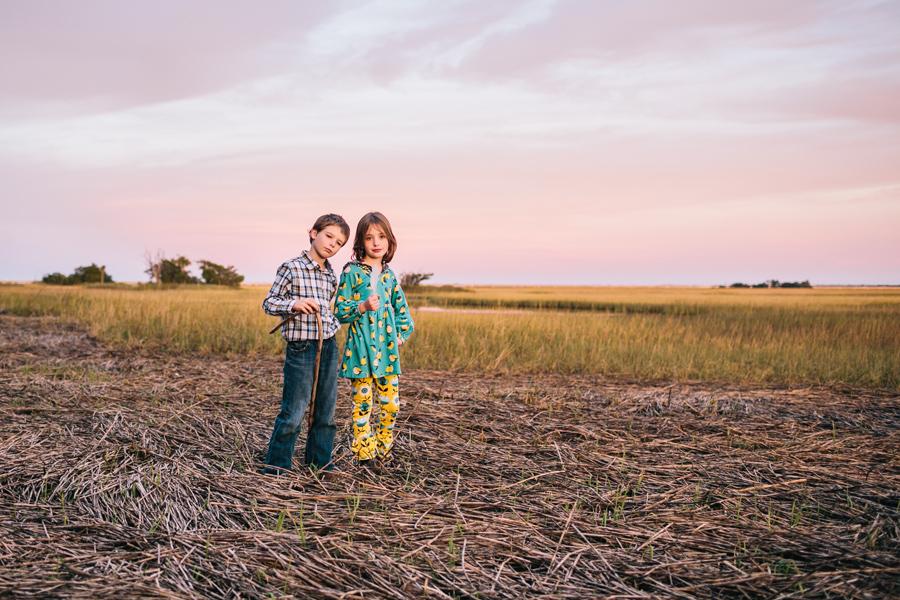 278-Charleston-lifestyle-family-photography-marsh-pasture-trees-