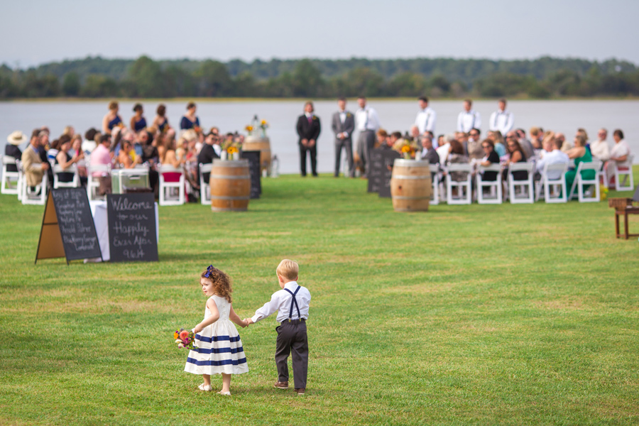 Littles walk the aisle before the bride at Island House wedding. © Carolina Photosmith